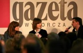 """28.04.2010  WARSZAWA . UL CZERSKA , 8/10 . AGORA SA  FRANCUSKA  AKTORKA I PIOSENKARKA EMMANUELLE SEIGNER ,  PRYWATNIE ZONA ROMANA POLANSKIEGO PODCZAS SPOTKANIA W GAZETA CAFE Z CYKLU """" FILM , MUZYKA , TEATR """" . SPOTKANIE PROWADZI REMIGIUSZ GRZELA .FOT. SLAWOMIR KAMINSKI / AGENCJA GAZETA"""