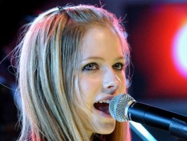 Avril Lavigne śpiewa Nickelback