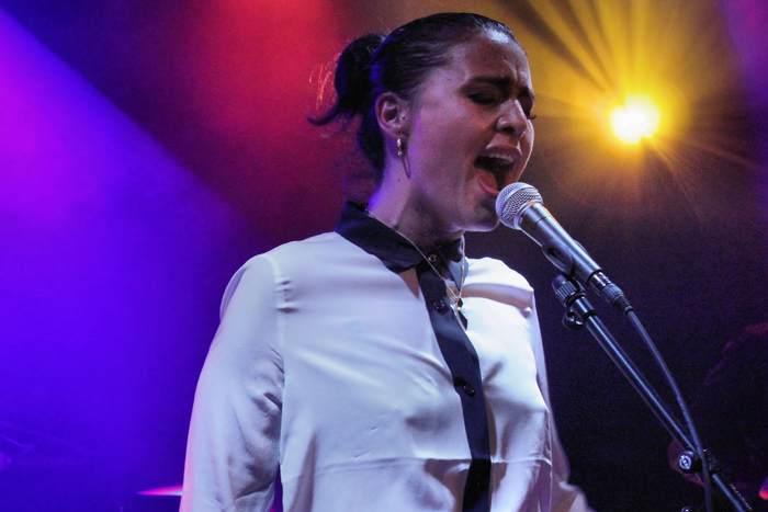 Певица Джесси Вэйр, еврейка и дочь исламофоба, подверглась анти